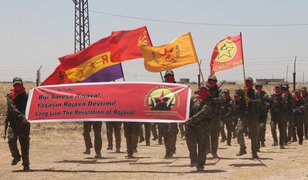 Imagen De Un Desfile Del Batallon Internacional Por La Libertad
